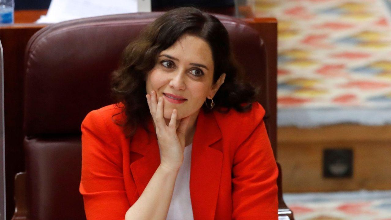 Ayuso, adoquín en mano, pide a Más Madrid que condene los disturbios.La presidenta madrileña, Isabel Díaz Ayuso
