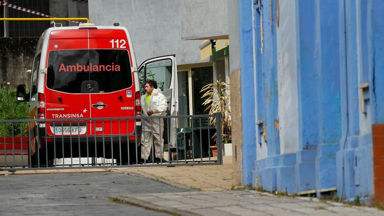 Una ambulancia a su llegada a las instalaciones de un geriátrico asturiano