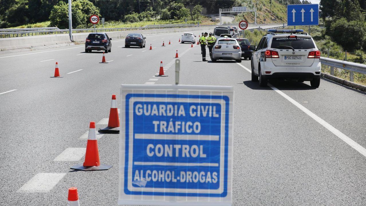 SIN TREGUA. El alcohol al volante es el principal problema de tráfico en Galicia, por ello este año estaba previsto realizar en la comunidad más de 800.000 pruebas de alcoholemia