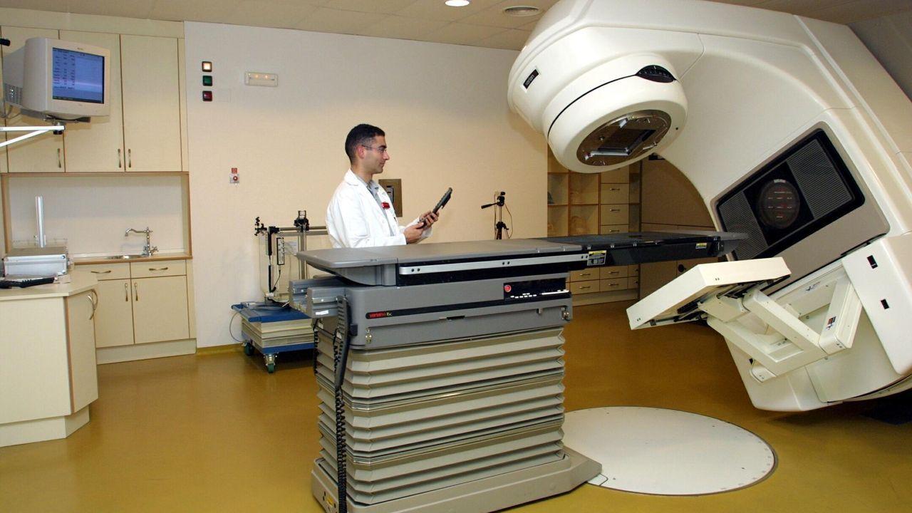 Alejandro Díaz, propietario del Grupo Baldajos.El segundo acelerador lineal del Oncológico fue inaugurado en el 2002, ocho años después del primero