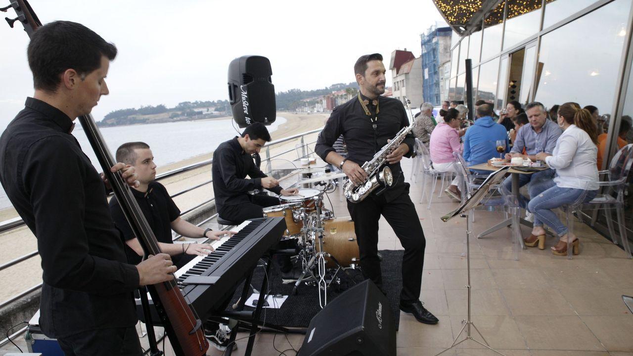 Imagen de la inauguración del restaurante Sisal, en A Pobra