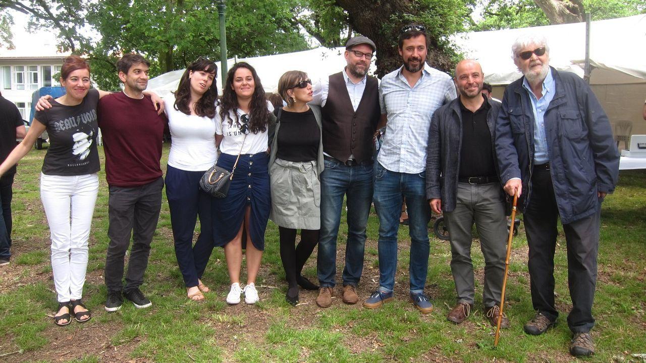 Villares, al lado de Gómez Reino y otros protagonistas de la confluencia gallega como Beiras, Martiño Noriega, Yolanda Díaz o Fernando Suárez, entre otros