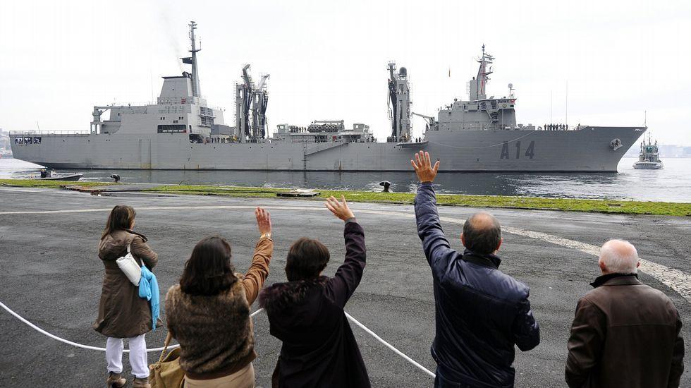 El «Patiño» zarpando de su base en Ferrol