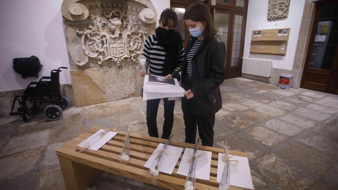 No Museo Provincial entregaron o mércores caraveis e láminas polo Día de Rosalía