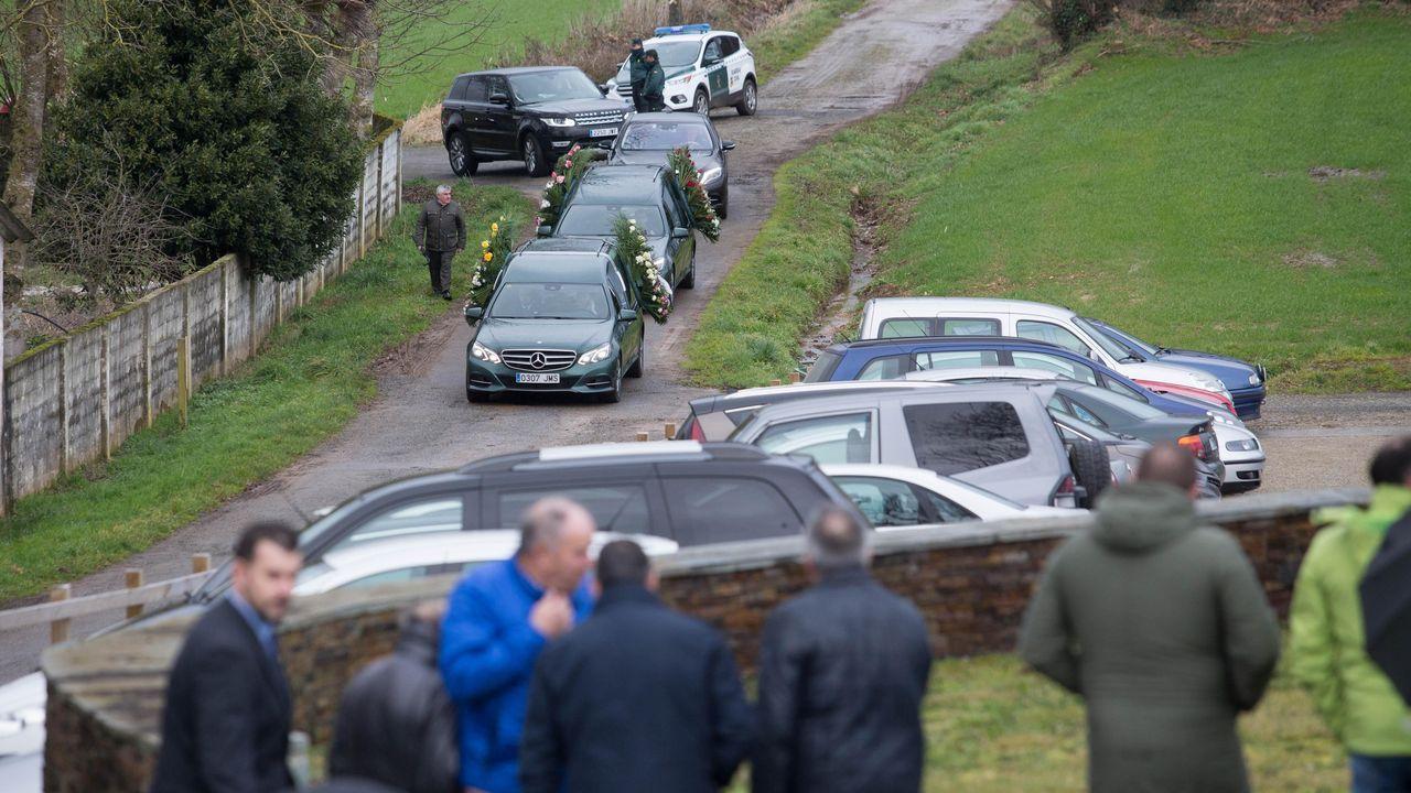 Llegada de los dos coches fúnebres