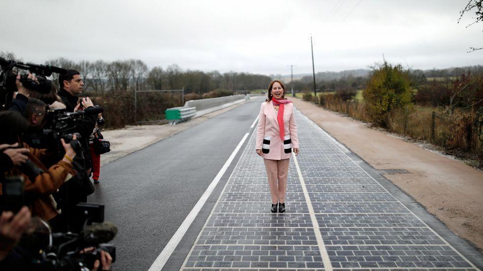 Los ferrocarriles de Holanda funcionan con energía eólica y así lo anuncia su presidente.Parque eólico de Acciona en Punta Palmeras, en Chile, cuya producción evita emitir 119.000 toneladas de CO2 al año en centrales de carbón.