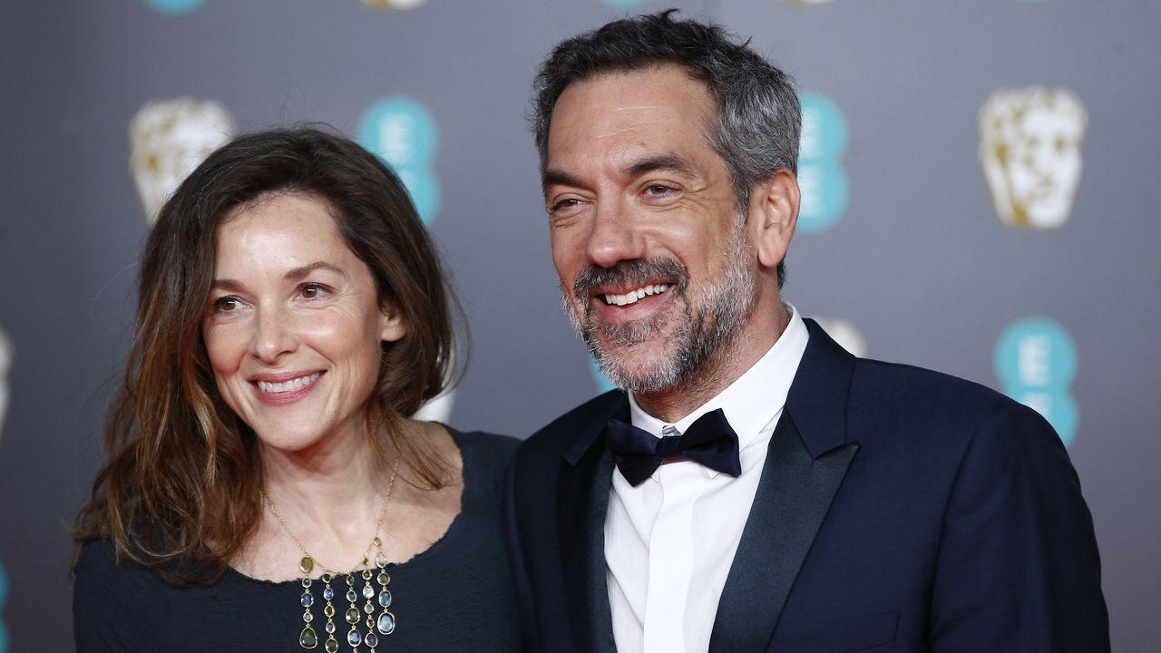 El realizador Todd Phillips, autor del filme «Joker», y su compañera, la fotógrafa Alexandra Kravetz, a su llegada al Royal Albert Hall