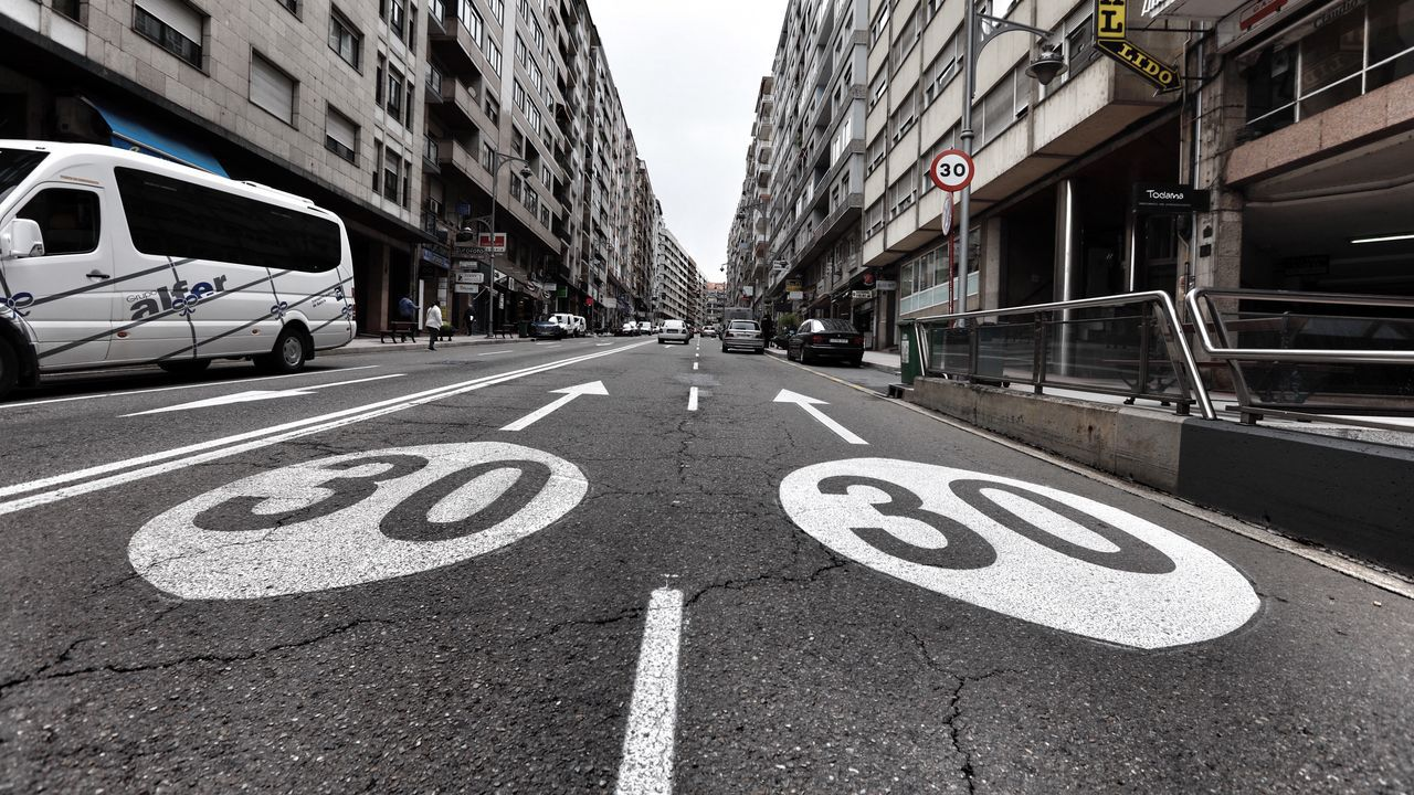 Los 30 km/h mandan en las calles de A Coruña.Limitación a treinta por hora en la calle Xoán XXIII