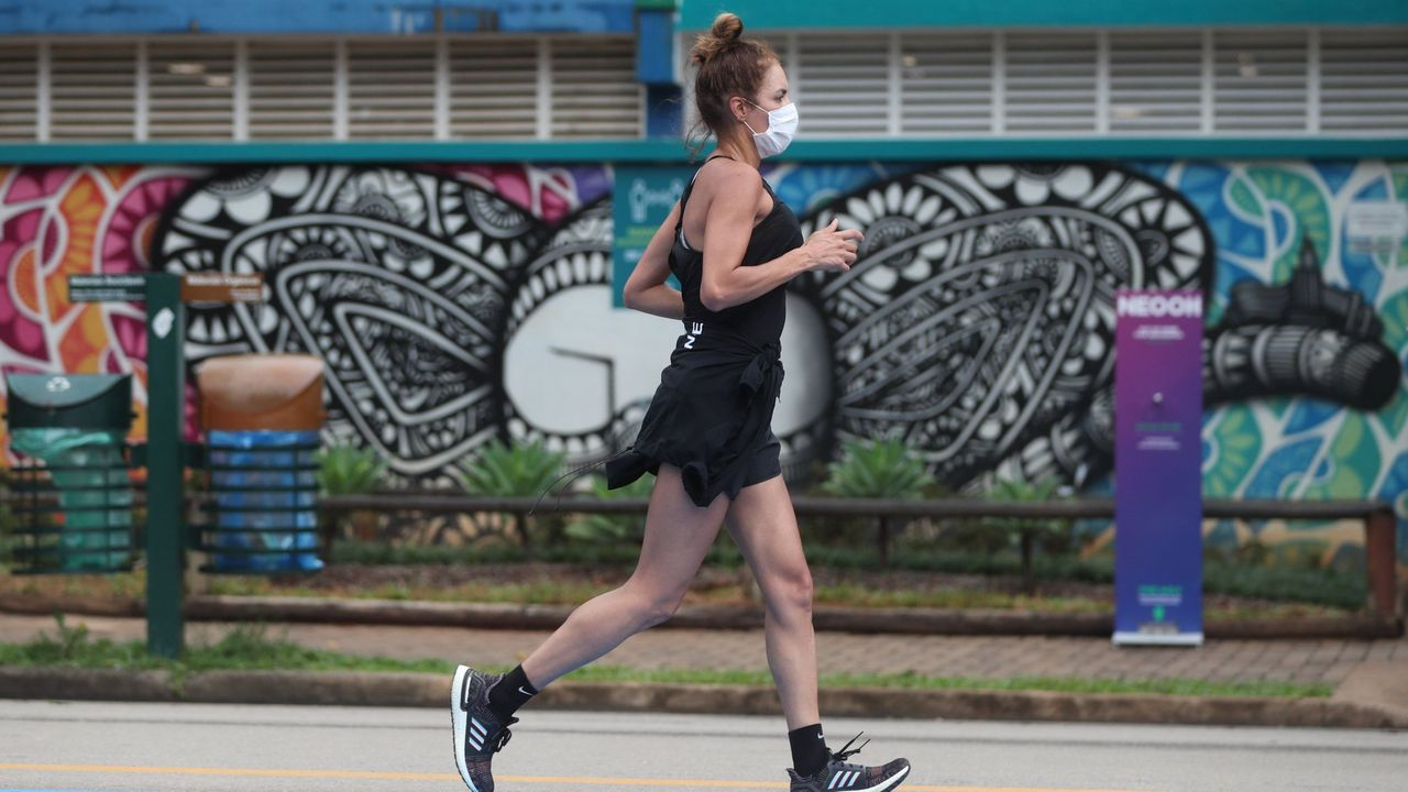 Sanidad advierte queel riesgo de transmisión aumenta si se realizan actividades que generan aerosoles, como hacer ejercicio físico