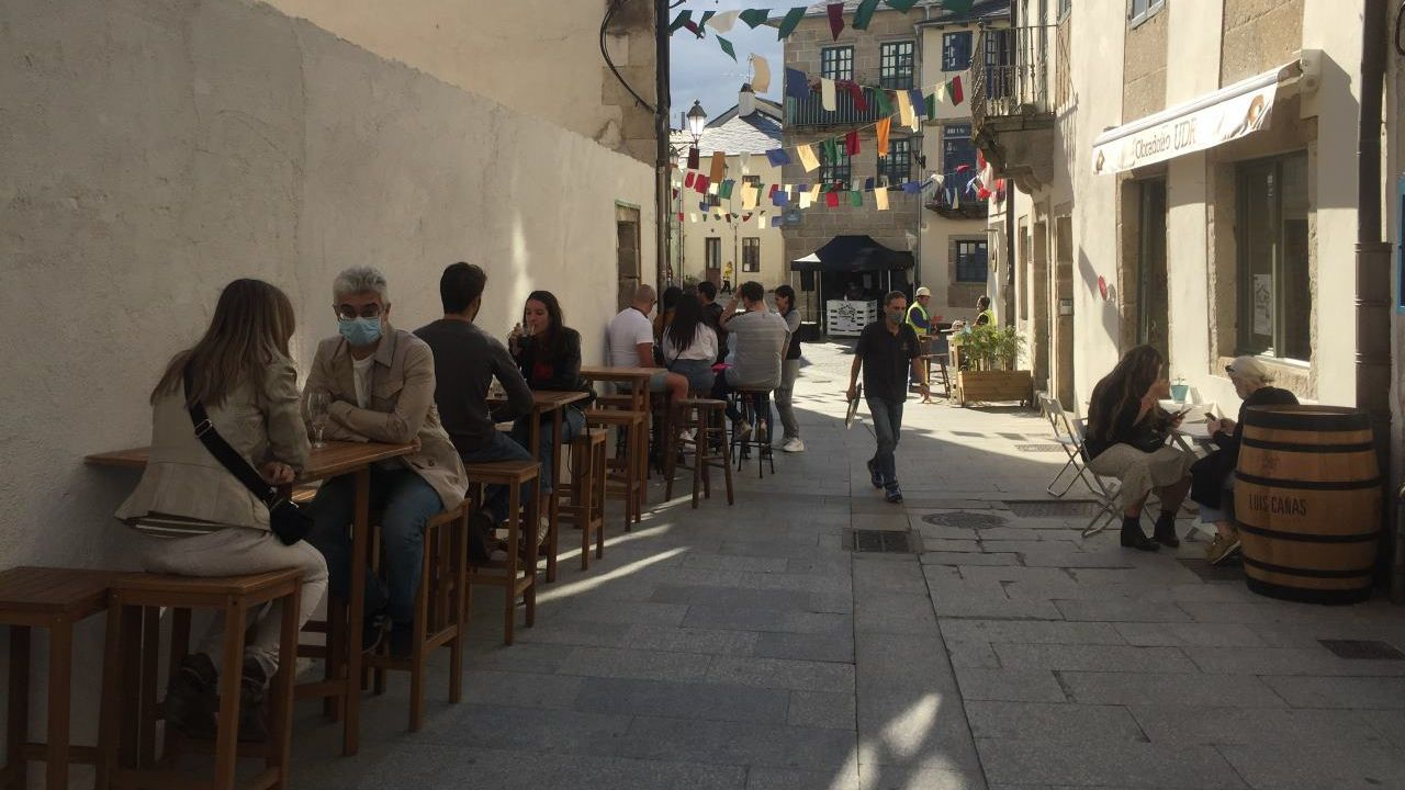 Playas en la provinciade Lugo.Ambiente na rúa Miño no programa de Tardeos na Tinería