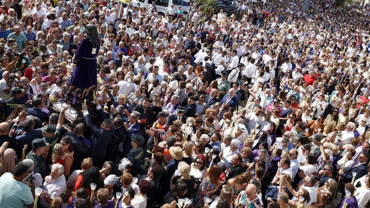 PRESENTACION DEL LIBRO IRMANDIÑAS, DE AURORA MARCO, EN RIANXO, EN EL ACTO MENSUAL DE BARBANTIA.Garantizar la seguridad es prácticamente imposible en la procesión