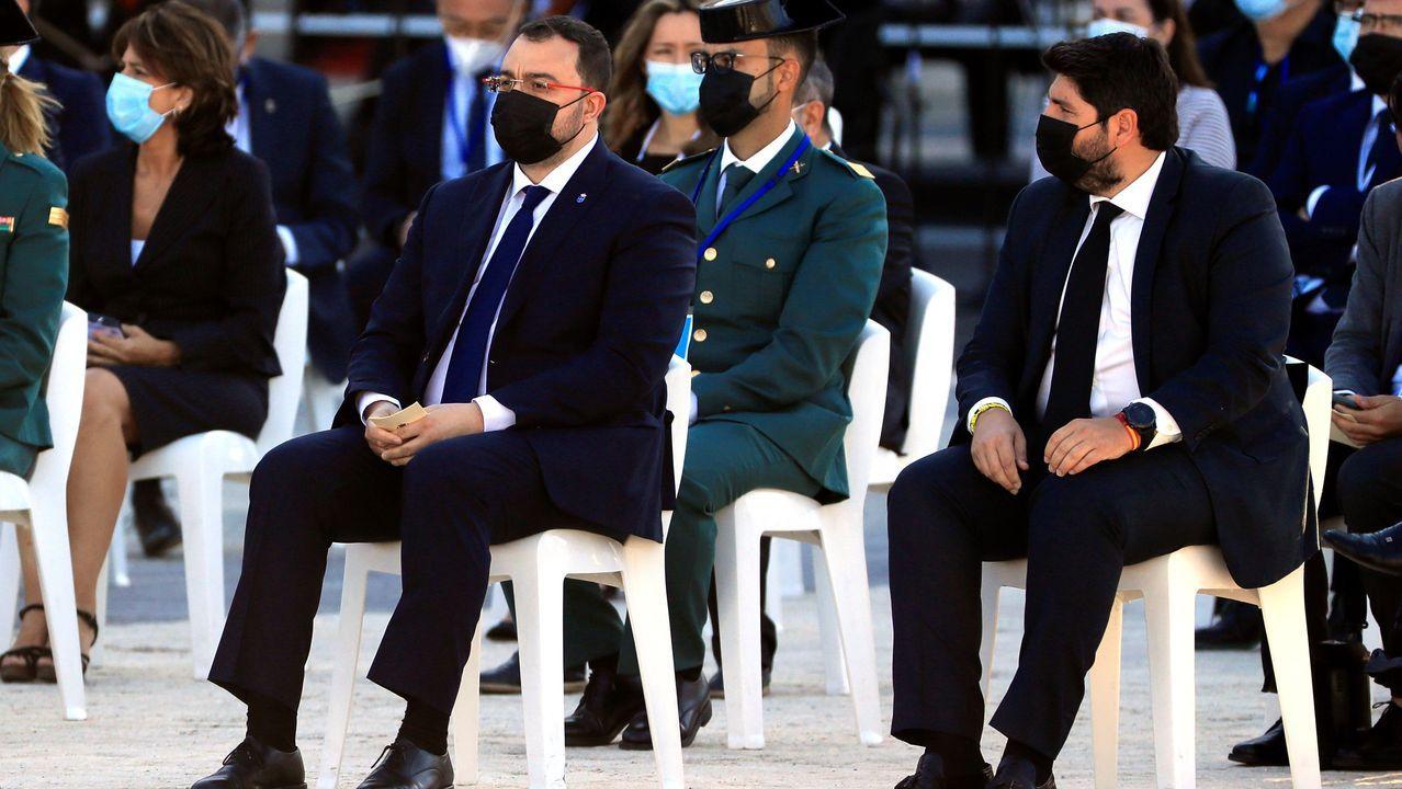 El presidente del Principado de Asturias, Adrián Barbón  junto con el presidente de Murcia, Fernando López Miras