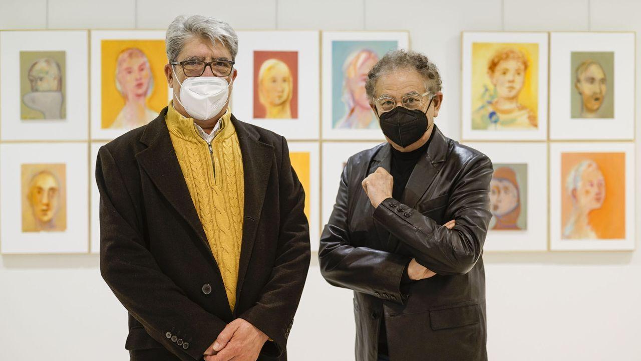 En la presentación participaron tanto el autor, Fiz Valcárcel, como el modisto ourensano Roberto Verino