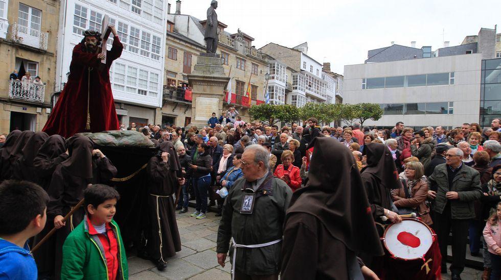 La procesión del Encuentro de Viveiro, en fotos.La salida del paso de la Virgen de la Esperanza que hizo el recorrido por el interior del casco.