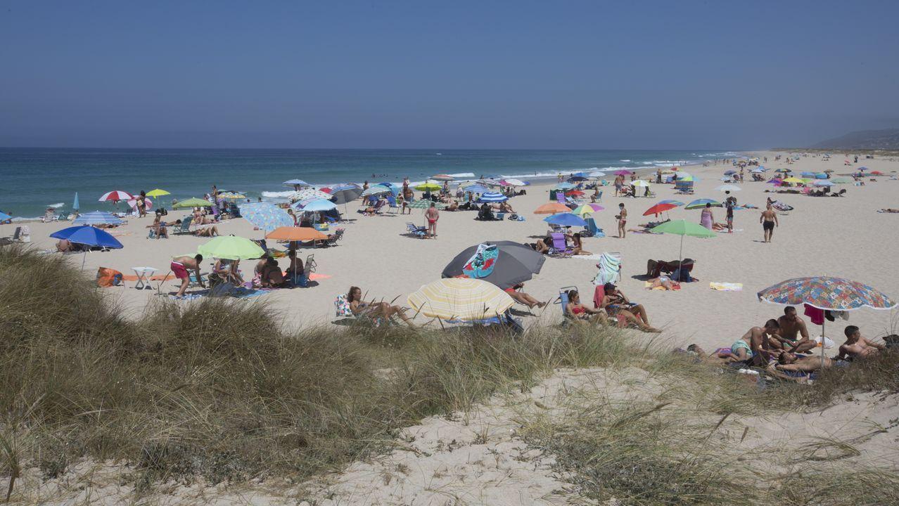 Fuerte resaca en la playa del Orzán.Imagen de archivo de la playa de Ril, en Burela, en la que el Concello desaconseja el baño en este momento