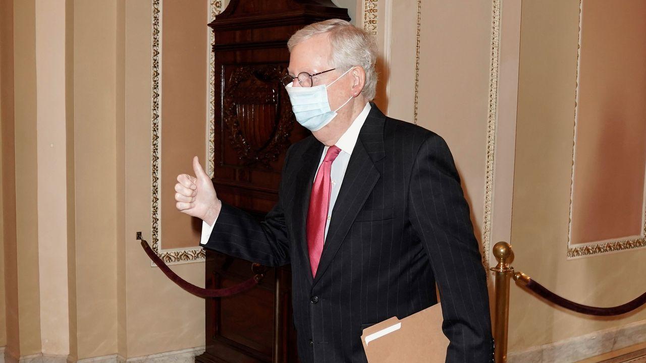 El líder de la mayoría republicana en el Senado, Mitch McConnell, celebra el pacto alcanzado con los demócratas