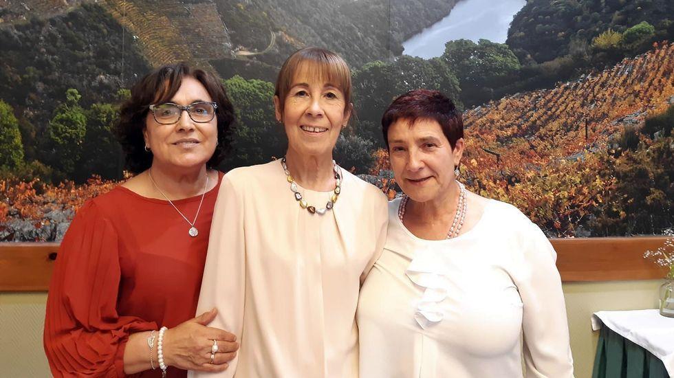 As tres profesoras que se retiran, fotografadas durante a comida