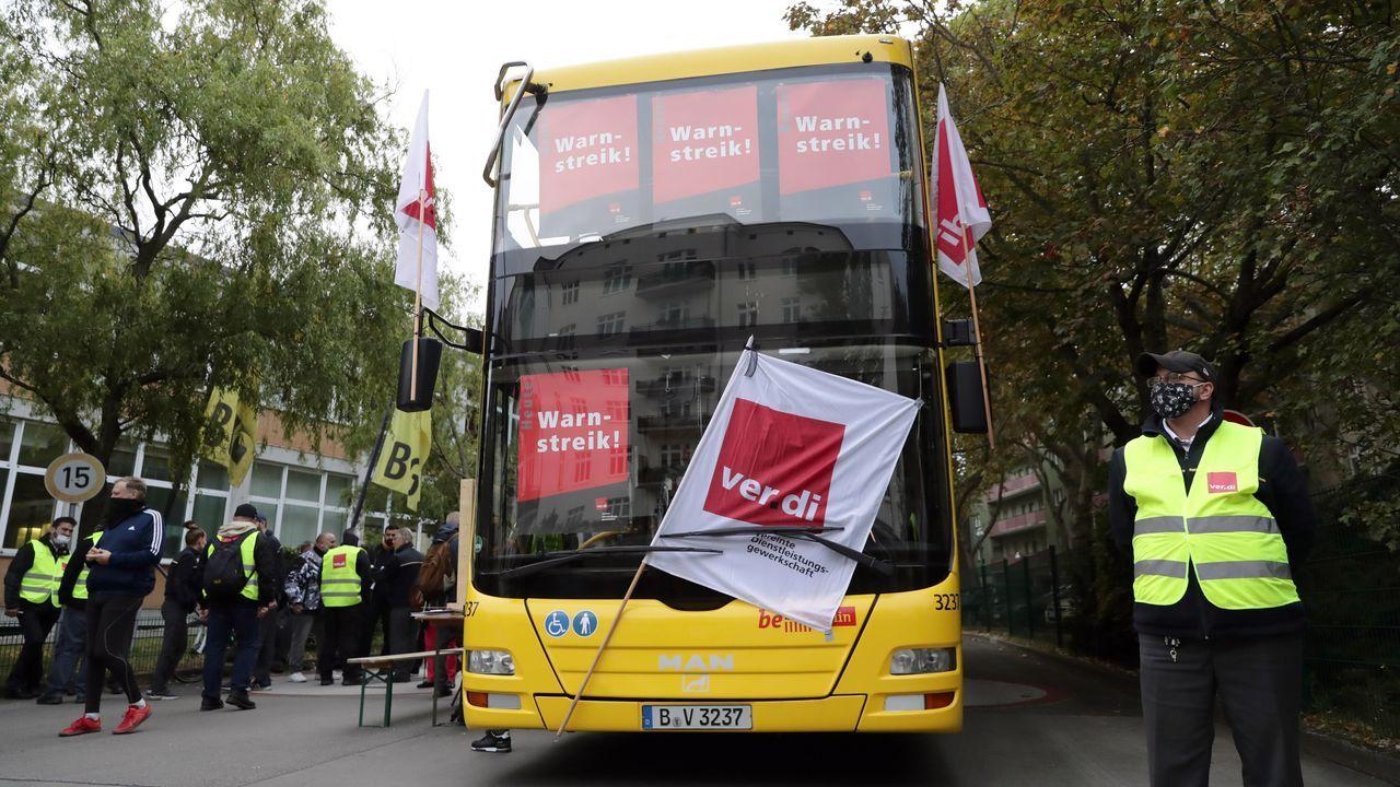 Termina la huelga de hambre de Lolo Villaverde, que podrá abrir como cafetería.Atasco en los juzgados de Vigo durante la huelga del 2018