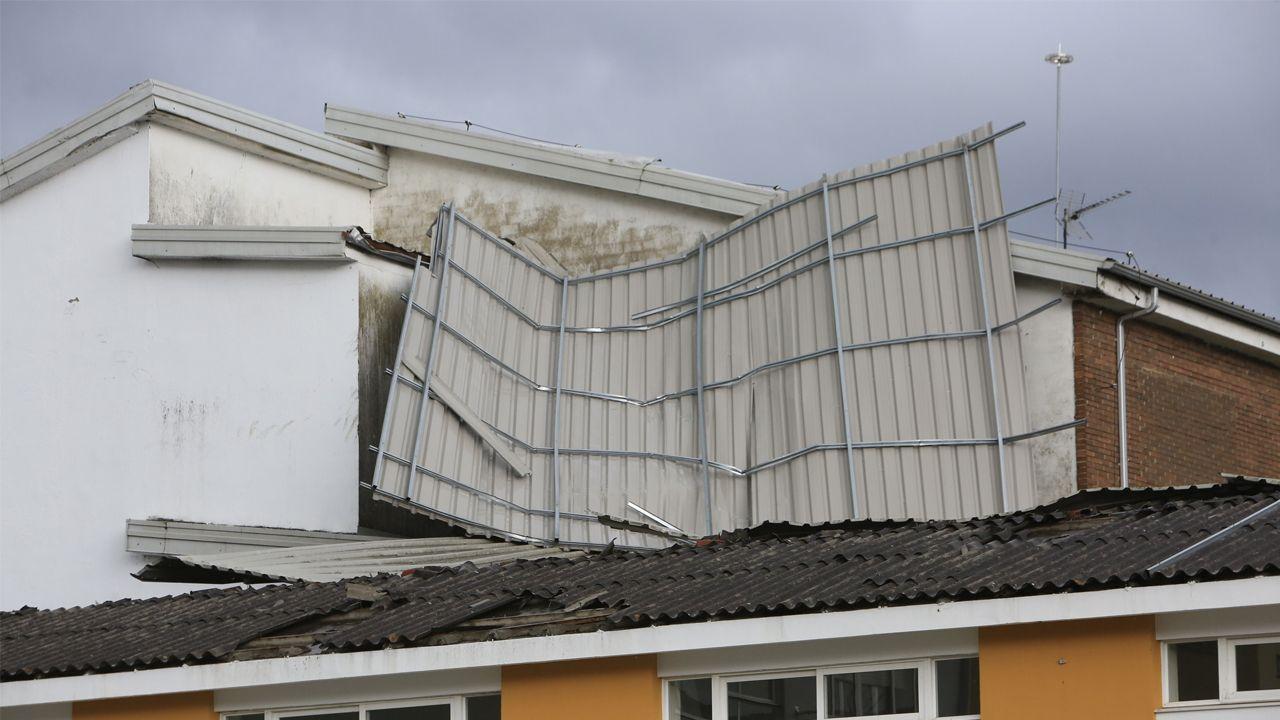 La fuerte tormenta de agua y viento levantó el techo del instituto monfortino