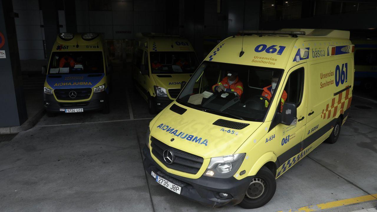 sacyr fluor.Imagen de archivo de una ambulancia saliendo del Chuac