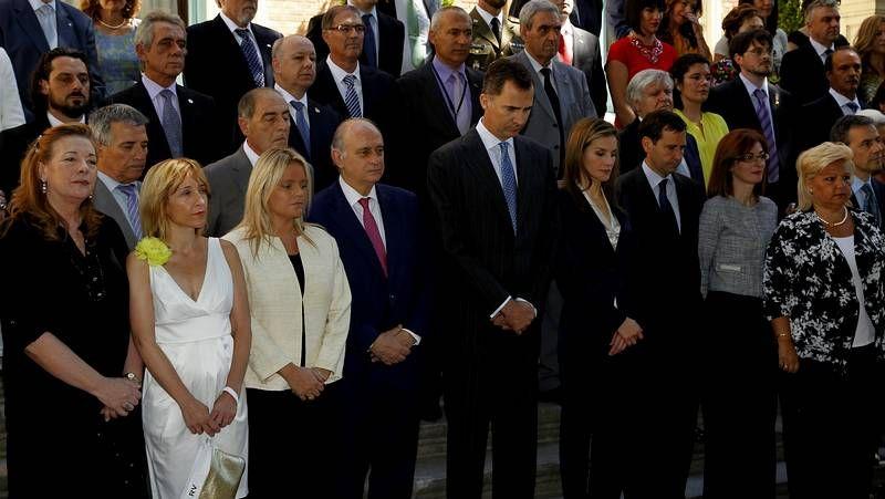 Primer acto oficial de los nuevos reyes.Felipe VI y Letizia, con representantes de asociaciones y fundaciones de víctimas del terrorismo, en su primer acto oficial como reyes.