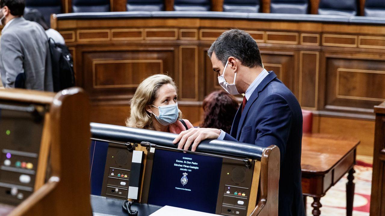 Pedro Sánchez: «Me gustaría animar a votar a la población gallega, una alta participación es fundamental».La ministra de Economía en funciones, Nadia Calviño