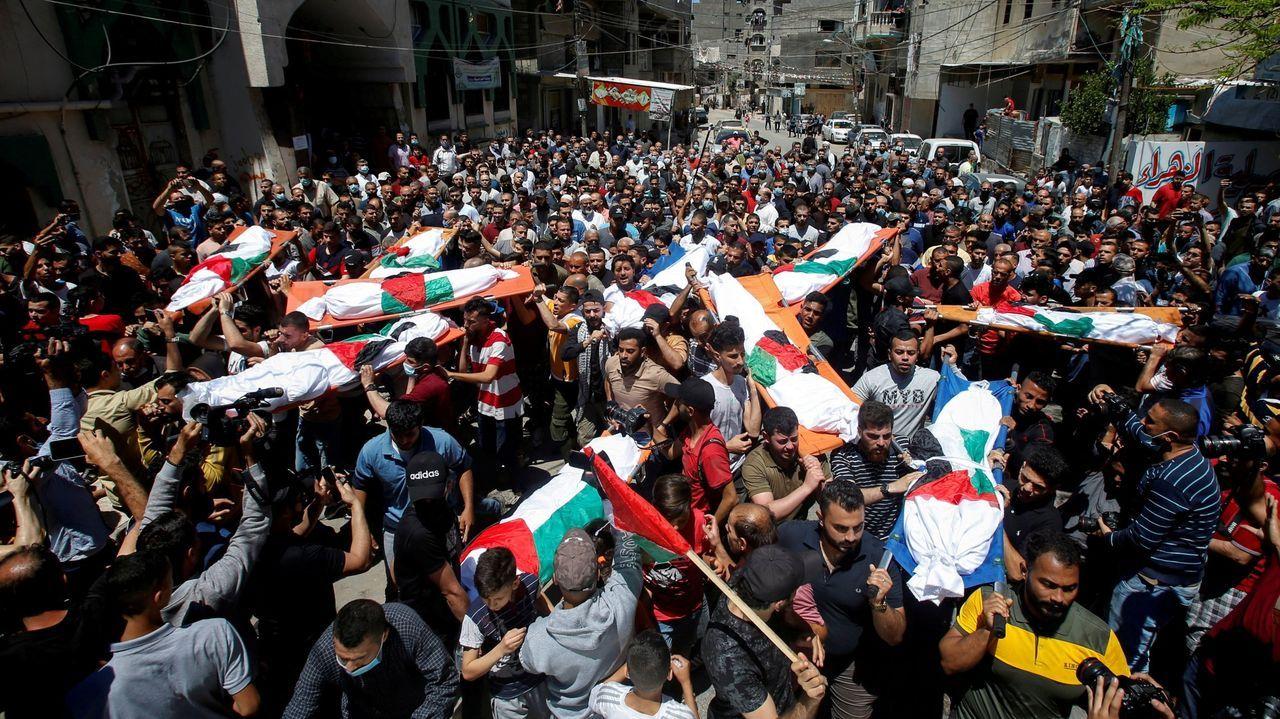 Funeral por un grupo de vítimas dos bombardeos na Franxa de Gaza