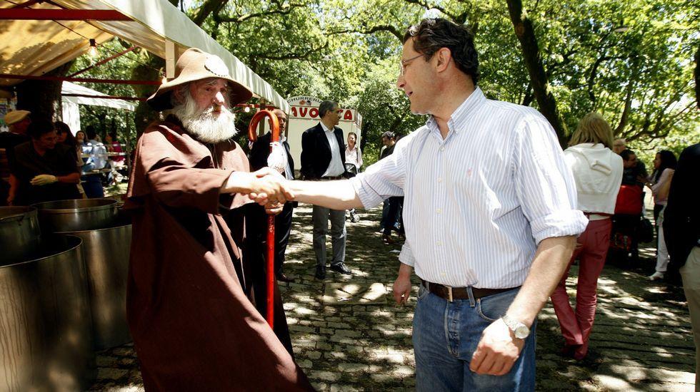 Con el exalcalde de Santiago Conde Roa en las fiestas de la Ascensión 2011.