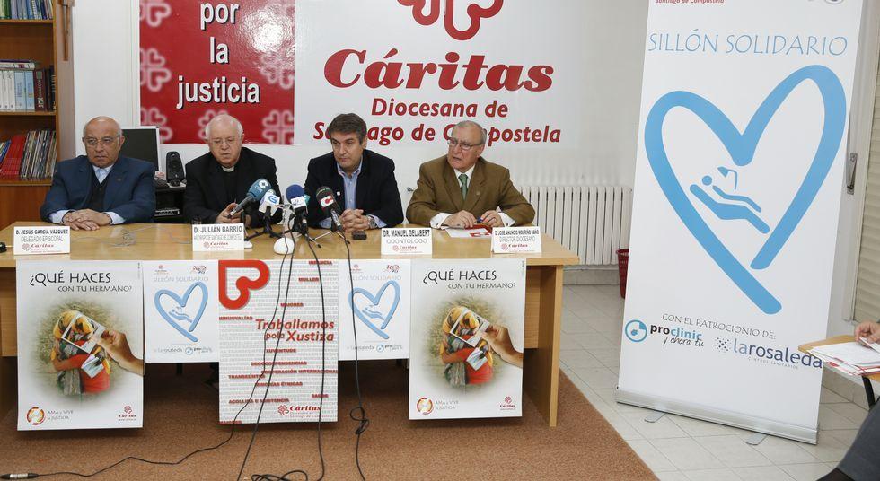 La ofrenda del Antiguo Reino de Galicia en imágenes.De izquierda a derecha, Jesús García, Julián Barrio, Manuel Gelabert y Anuncio Mouriño.