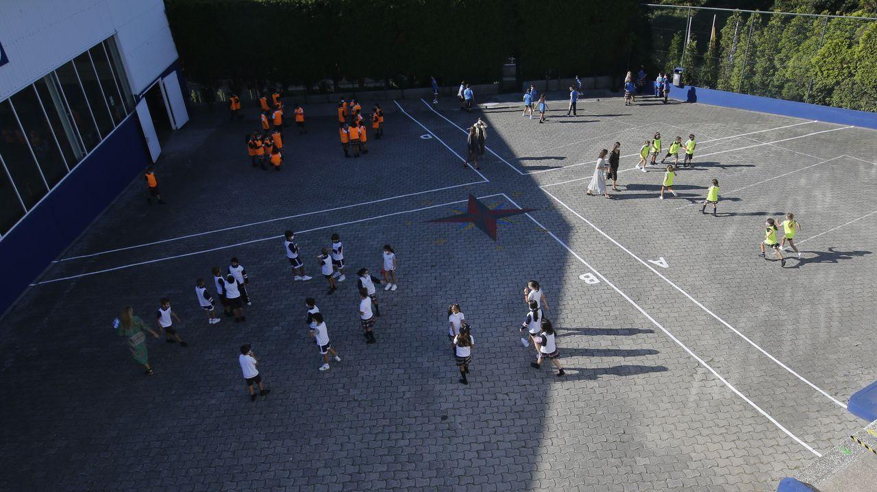Así es la vuelta a las aulas en un colegio de A Coruña en plena pandemia.Chalé en Mera. A medio reformar, este chalé de 79 metros cuadrados es una buena opción. Tiene tres habitaciones y jardín y su precio es de 130.000 euros