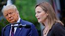 El presidente Donald Trump observando a la jueza Amy Coney Barrett el pasado 26 de septiembre