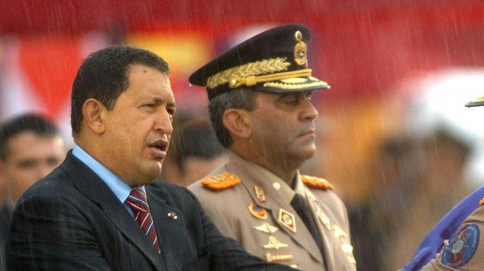 Matan de un disparo a un periodista que hacía una retransmisión en directo.Chávez y Baduel