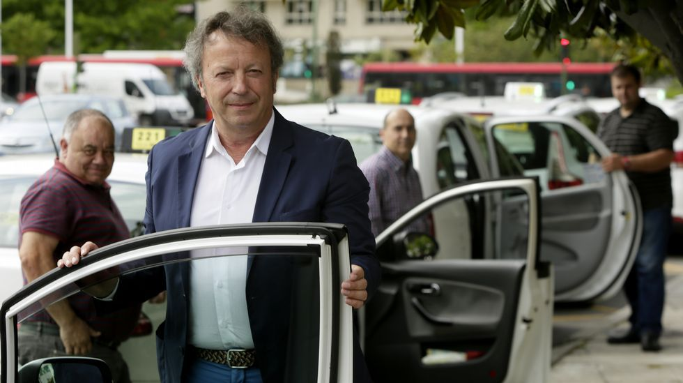 «Cobrando viajes de 15 euros a 7 están hundiendo el sector».Baterías de coque de la planta de Arcelor en Gijón