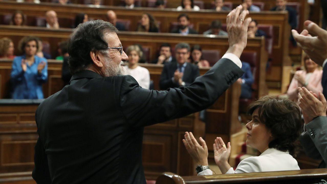 El debate ha comenzado a las nueve de la mañana pero Mariano Rajoy ha llegado poco antes de las diez y media. Ha sido recibido con aplausos por parte de la bancada popular.