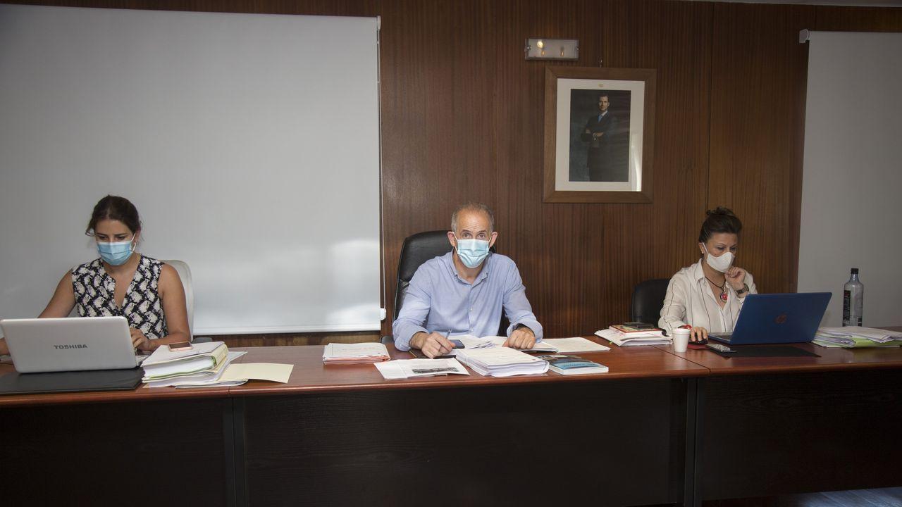 Imagen del mes de mayo en una oficina bancaria de Carballo