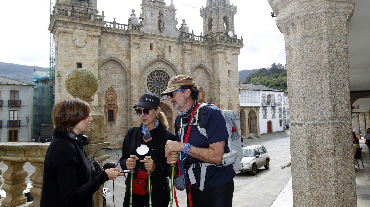 Vídeo cierre Tui.Foto de archivo de peregrinos a su paso por Mondoñedo