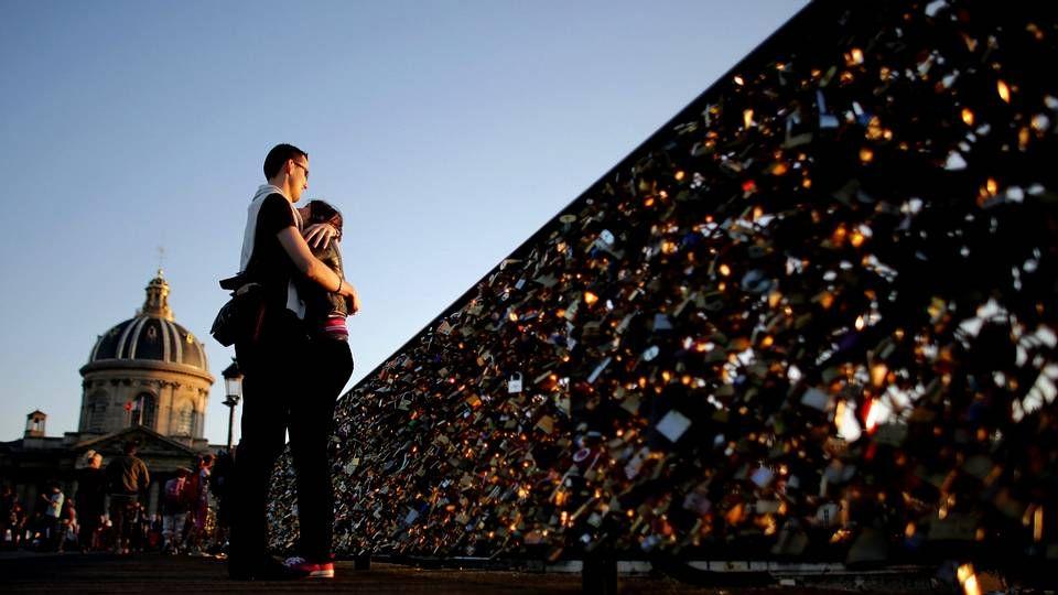 A primeros de junio, una barandilla del puente de las Artes de París cedió por el peso de los candados del amor