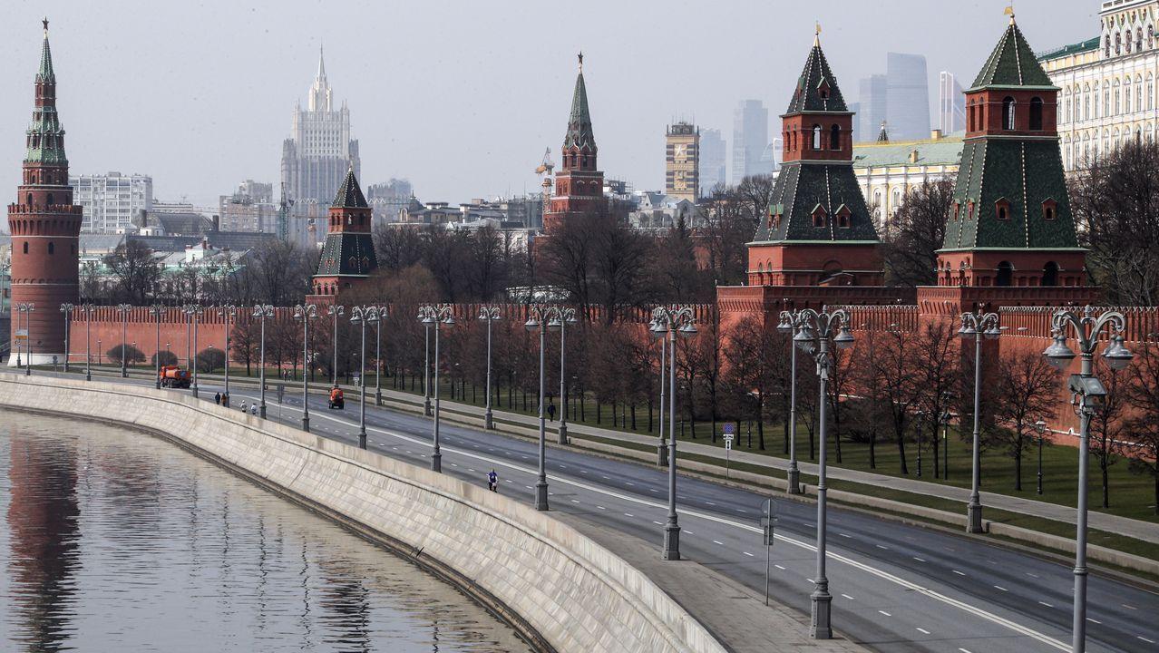 Paseo fluvial de Moscú, en Rusia, vacío.