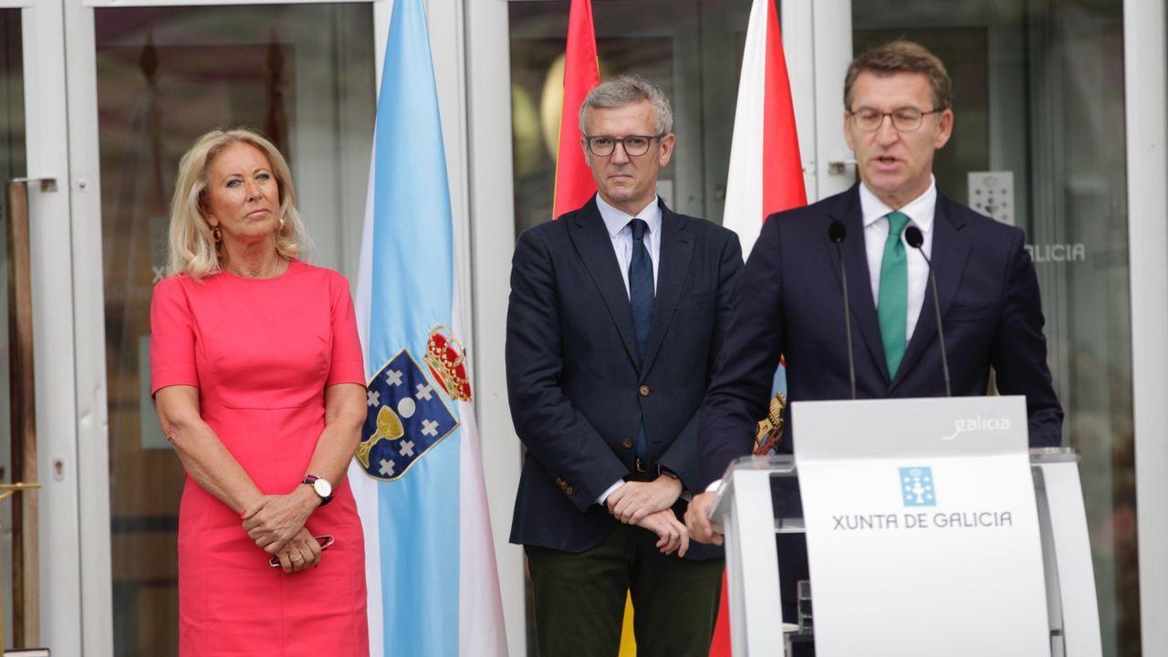 Corina Porro, con Alfonso Rueda y Alberto Núñez Feijoo el día que tomó posesión como delegada de la Xunta en Vigo.
