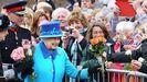 Isabel II celebra la fecha trabajando