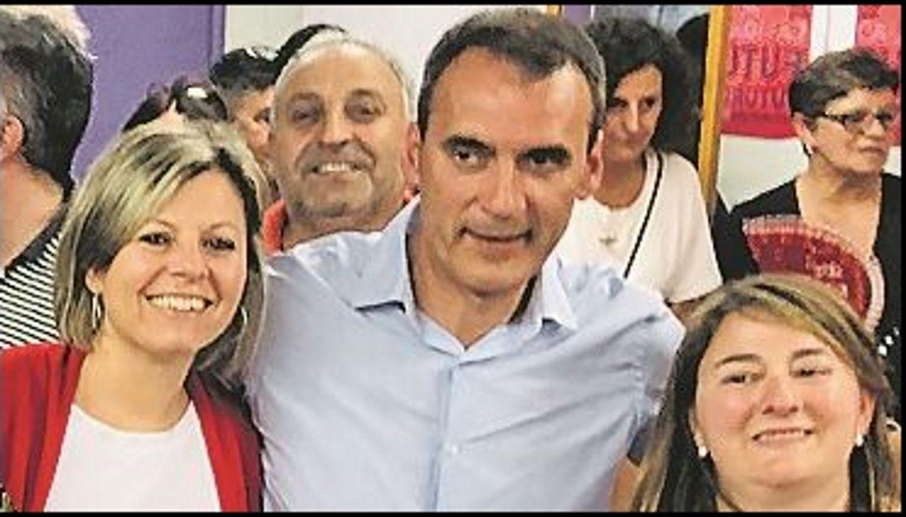 Quién es quién: Las principales dimisiones tras las municipales.En este lugar de la Plaza Mayor de Salceda murió apuñalado el joven de 24 años de Salceda