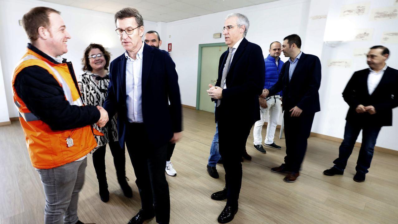 alcoa.El presidente de la Xunta, el conselleiro de Industria, representantes del comité de Alcoa San Cibrao y los alcaldes de Xove y Cervo se reunieron este lunes en la Casa do Mar de San Cibrao