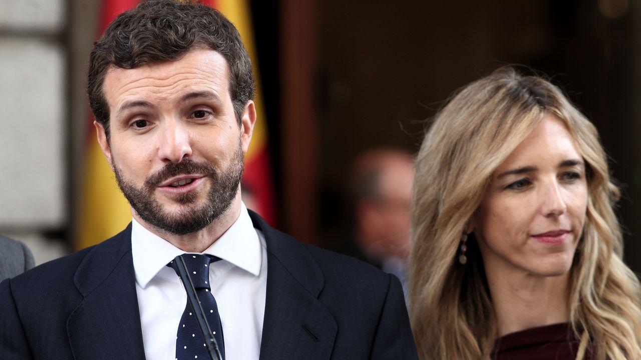 Sánchez posa en vaqueros y zapatillas con todos sus ministros.Los expresidentes Felipe González y José María Aznar coincidieron en el Congreso  Repensar España