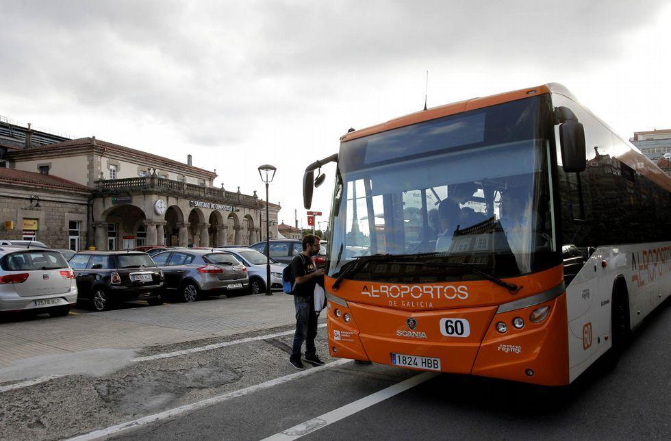 El alcalde de Siero, Ángel García.Autobuses de Alsa