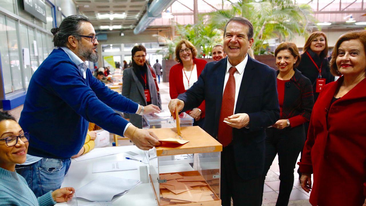 El alcalde de Vigo, ejerciendo su derecho al voto