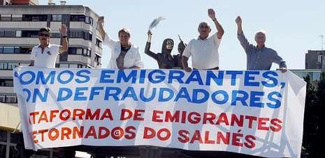 Los representantes de la plataforma eligieron ayer la escultura de Lombera en Vilagarcía para anunciar su asamblea del jueves.