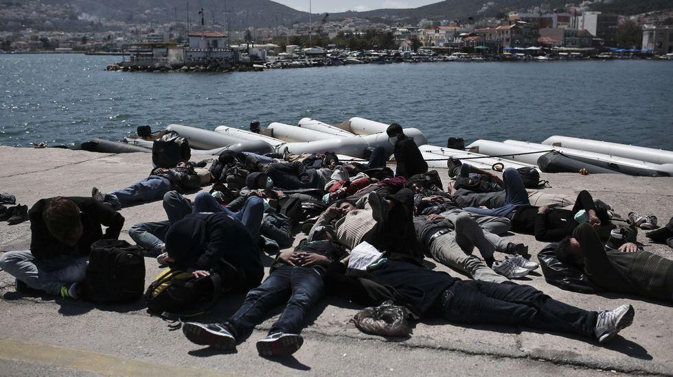 Nueva tragedia en Lesbos.Inmigrnates atraviesan la frontera entre Grecia y Macedonia por Gevgelija.