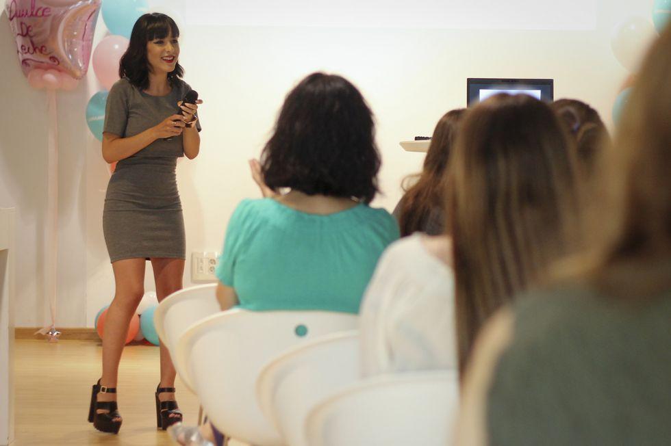 La youtuber Carlota Núñez compartió con algunas de sus múltiples seguidoras los secretos de sus exitosos vídeos.