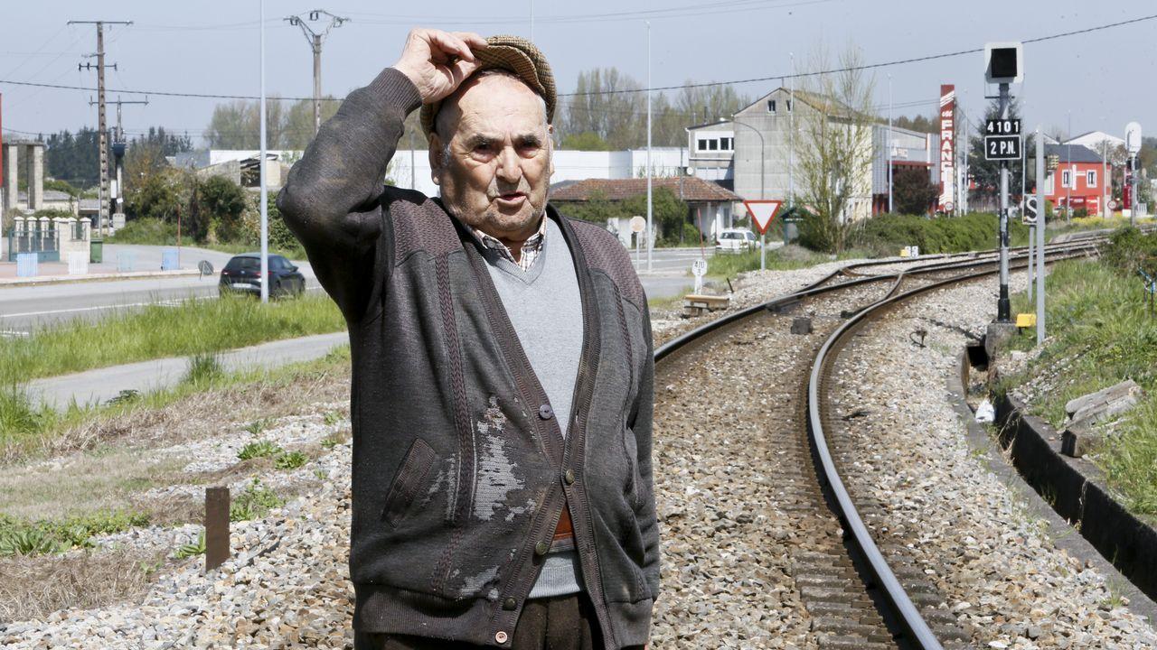 «O tren levoume a min e ó tractor polo aire, pero un santo salvoume de morrer»