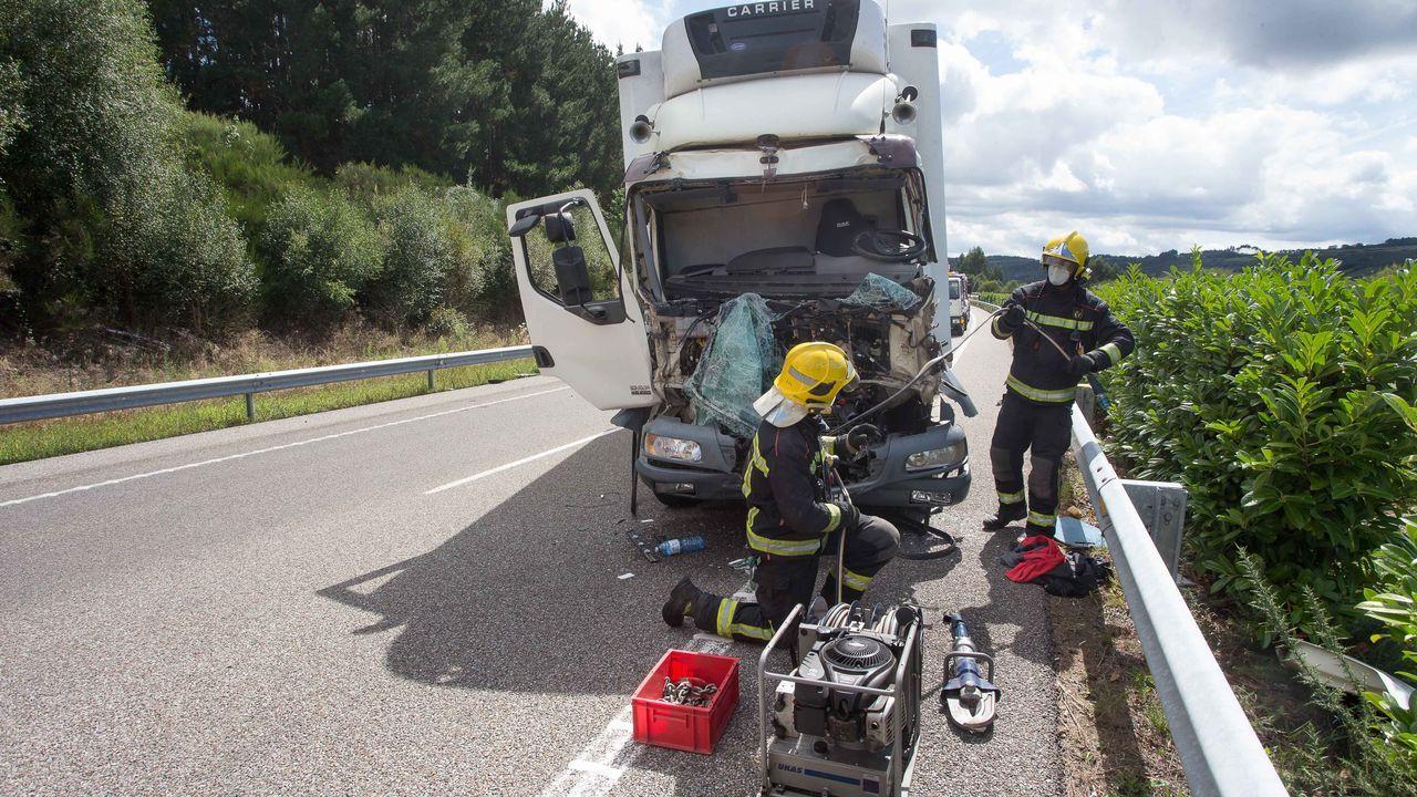 El camión sufrió daños en la cabina